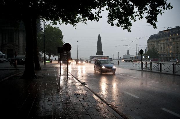 BRUSSELS, BELGIUM: Illustration picture shows cars driving through heavy rain, under dark skies in Brussels (BELGA PHOTO DRIES LUYTEN)