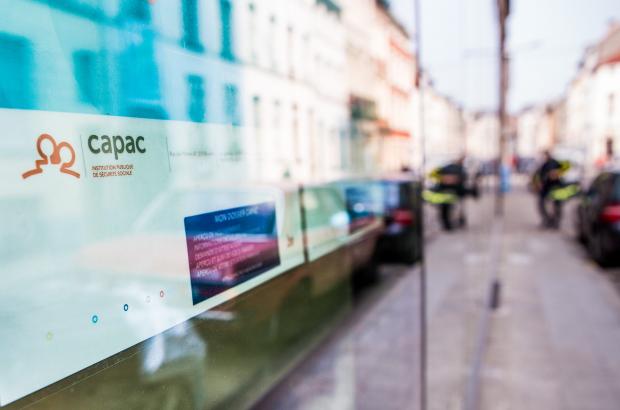 BRUSSELS, BELGIUM: Illustration picture shows a man depositing his blue unemployment card in a mailbox at the CAPAC (Caisse auxiliaire de paiement des allocations de chomage) in Brussels. (BELGA PHOTO SISKA GREMMELPREZ)