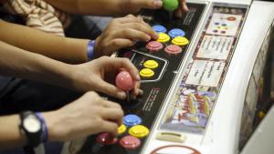 Video gamers play on an arcade console (BELGA PHOTO NICOLAS MAETERLINCK)